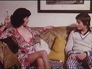 Hollywood Sex 4  Edwige Fenech seduces a horny boy. Loverboy (1975)