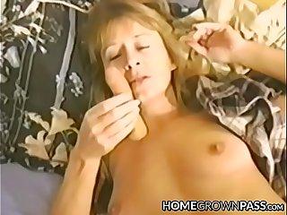 Lusty bimbo masturbates before taking it up her hairy hole